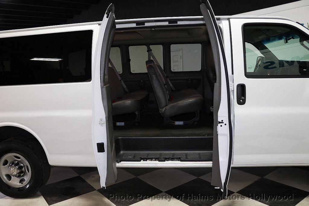 "2017 Chevrolet Express Passenger RWD 3500 155"" LT w/1LT - 18074964 - 9"