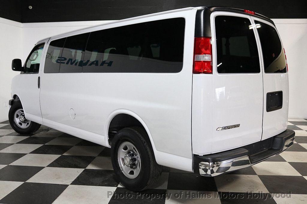 "2017 Chevrolet Express Passenger RWD 3500 155"" LT w/1LT - 18074964 - 4"