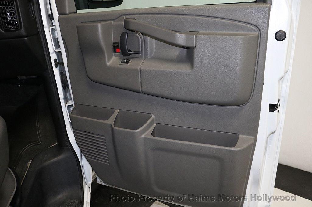 "2017 Chevrolet Express Passenger RWD 3500 155"" LT w/1LT - 18122257 - 10"