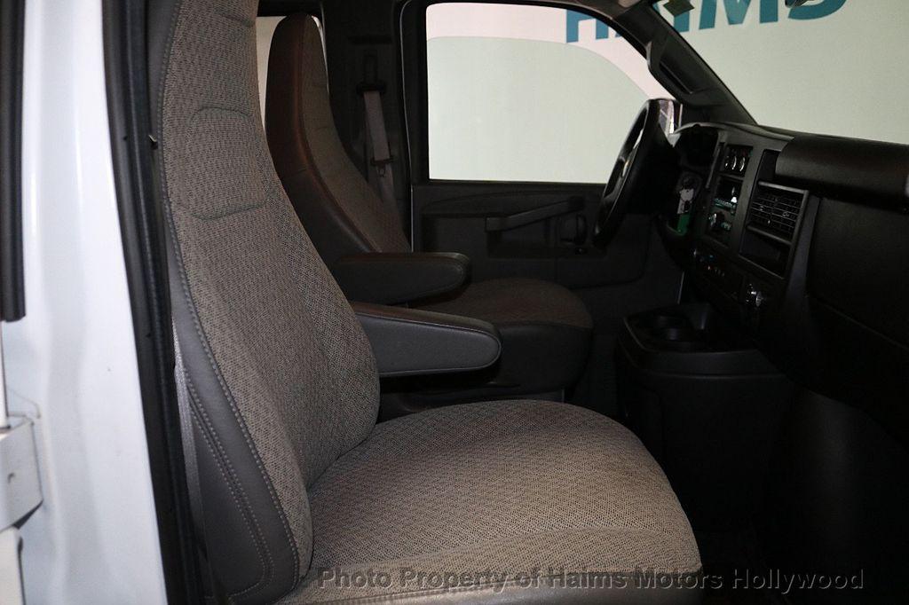 "2017 Chevrolet Express Passenger RWD 3500 155"" LT w/1LT - 18122257 - 11"