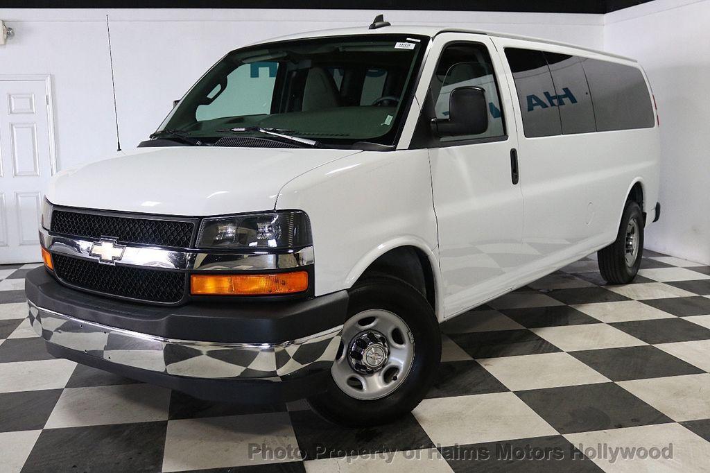 "2017 Chevrolet Express Passenger RWD 3500 155"" LT w/1LT - 18122257 - 1"