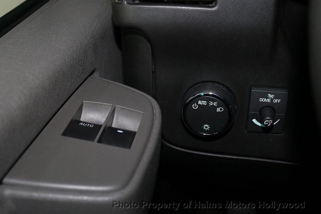"2017 Chevrolet Express Passenger RWD 3500 155"" LT w/1LT - 18122257 - 19"
