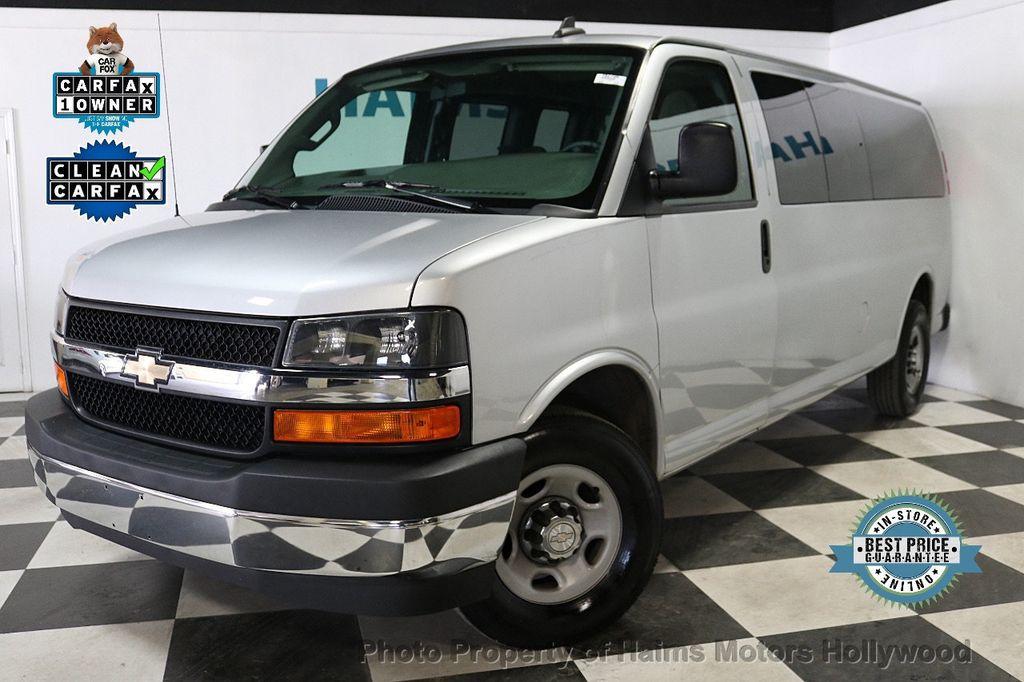 "2017 Chevrolet Express Passenger RWD 3500 155"" LT w/1LT - 18387162 - 0"