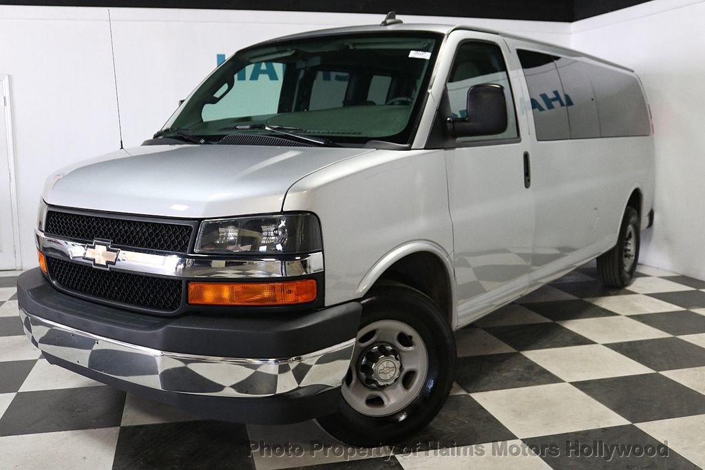 "2017 Chevrolet Express Passenger RWD 3500 155"" LT w/1LT - 18387162 - 1"