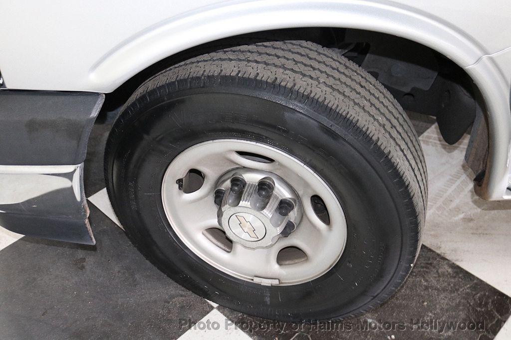 "2017 Chevrolet Express Passenger RWD 3500 155"" LT w/1LT - 18387162 - 25"