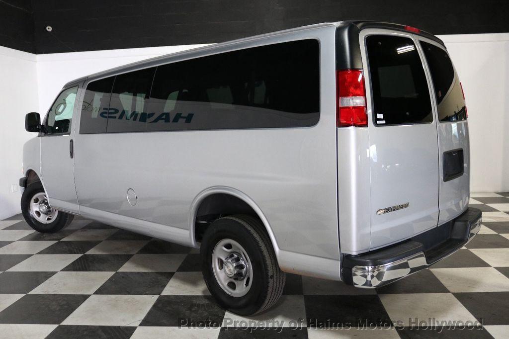 "2017 Chevrolet Express Passenger RWD 3500 155"" LT w/1LT - 18387162 - 4"