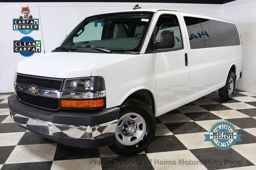 "2017 Chevrolet Express Passenger RWD 3500 155"" LT w/1LT - 18602881 - 0"
