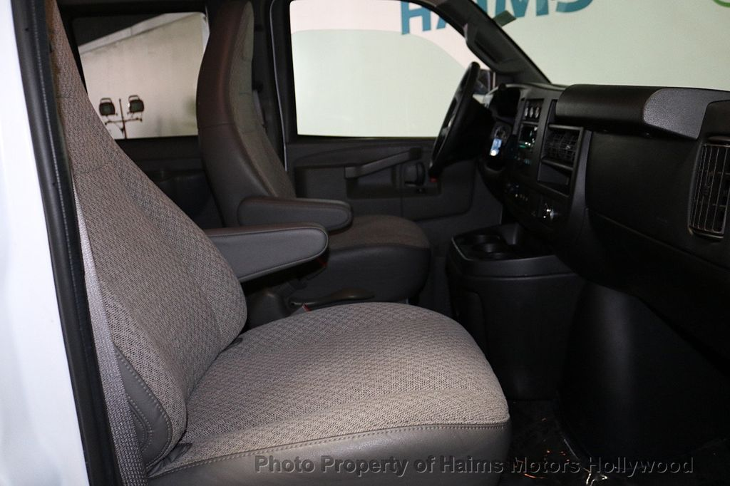 "2017 Chevrolet Express Passenger RWD 3500 155"" LT w/1LT - 18602881 - 11"