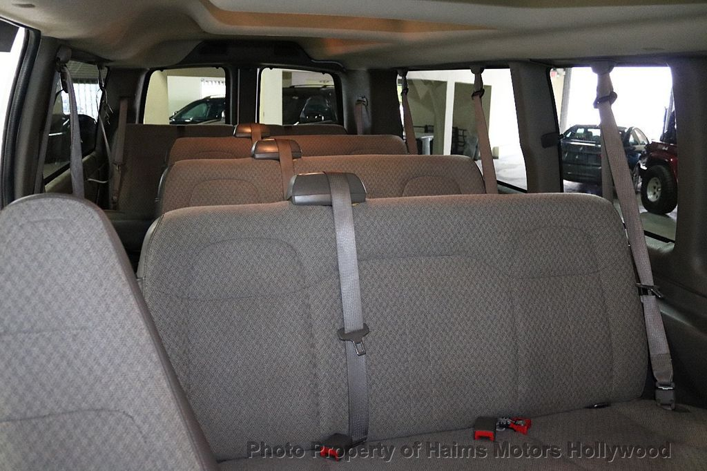 "2017 Chevrolet Express Passenger RWD 3500 155"" LT w/1LT - 18602881 - 13"