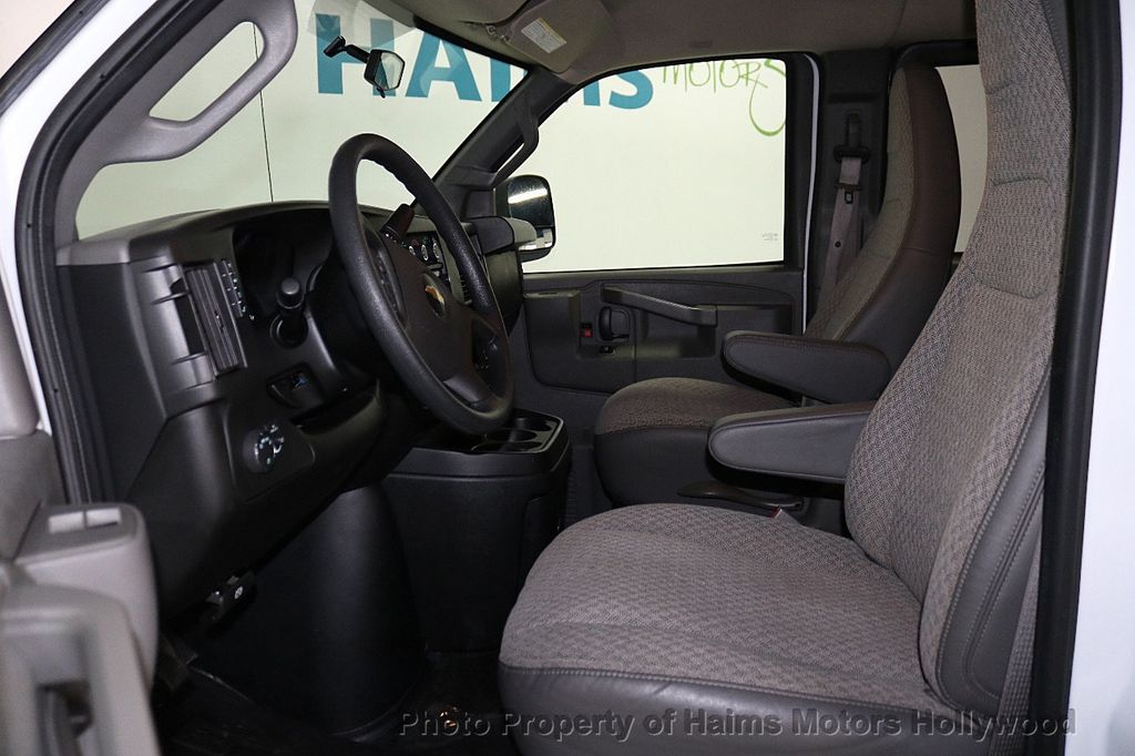 "2017 Chevrolet Express Passenger RWD 3500 155"" LT w/1LT - 18602881 - 14"