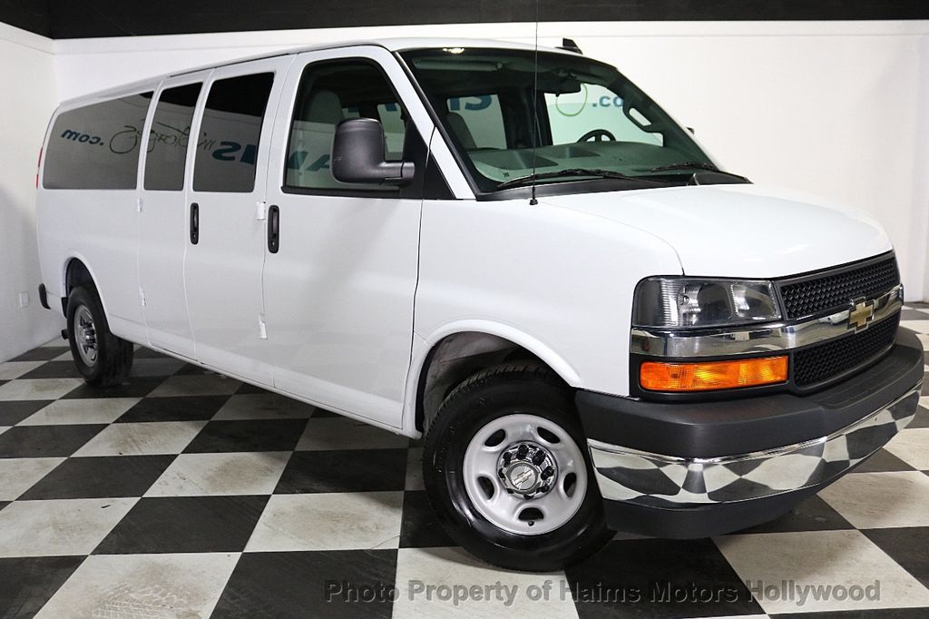 "2017 Chevrolet Express Passenger RWD 3500 155"" LT w/1LT - 18602881 - 3"