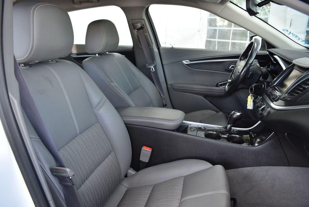2017 Chevrolet Impala 4dr Sedan LT w/1LT - 18546161 - 25