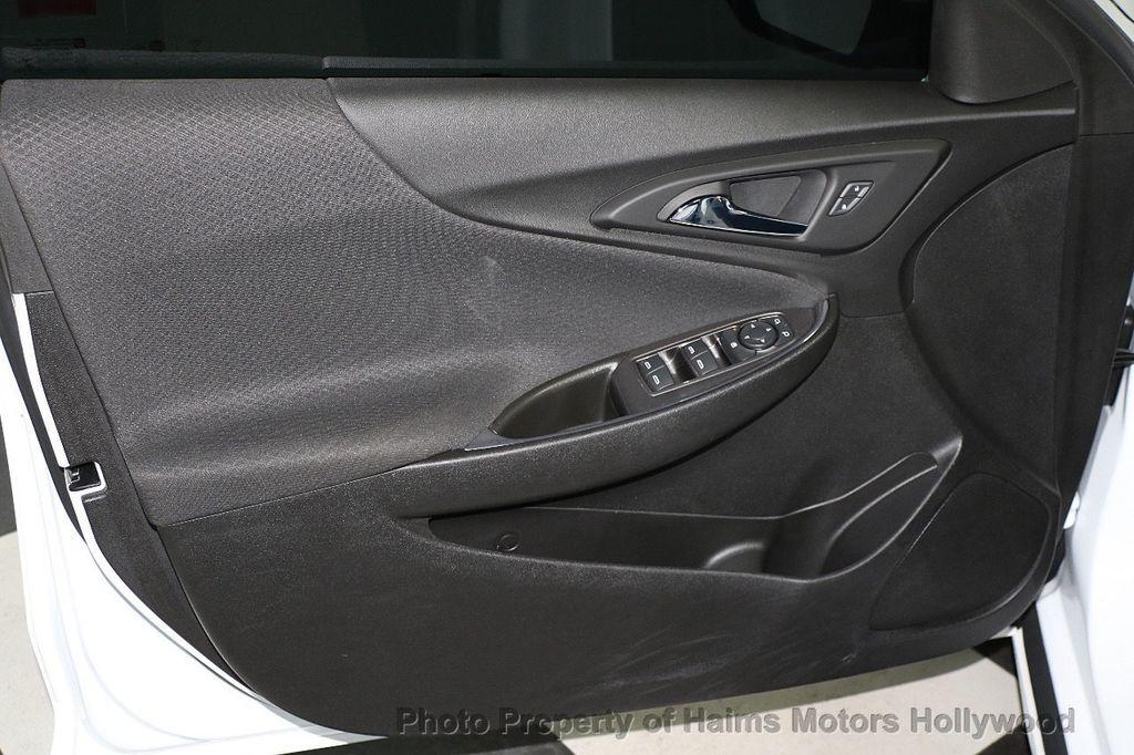 2017 Chevrolet Malibu 4dr Sedan LT w/1LT - 17986955 - 9