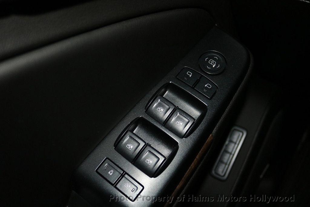 2017 Chevrolet Suburban 4WD 4dr 1500 LT - 18116855 - 25