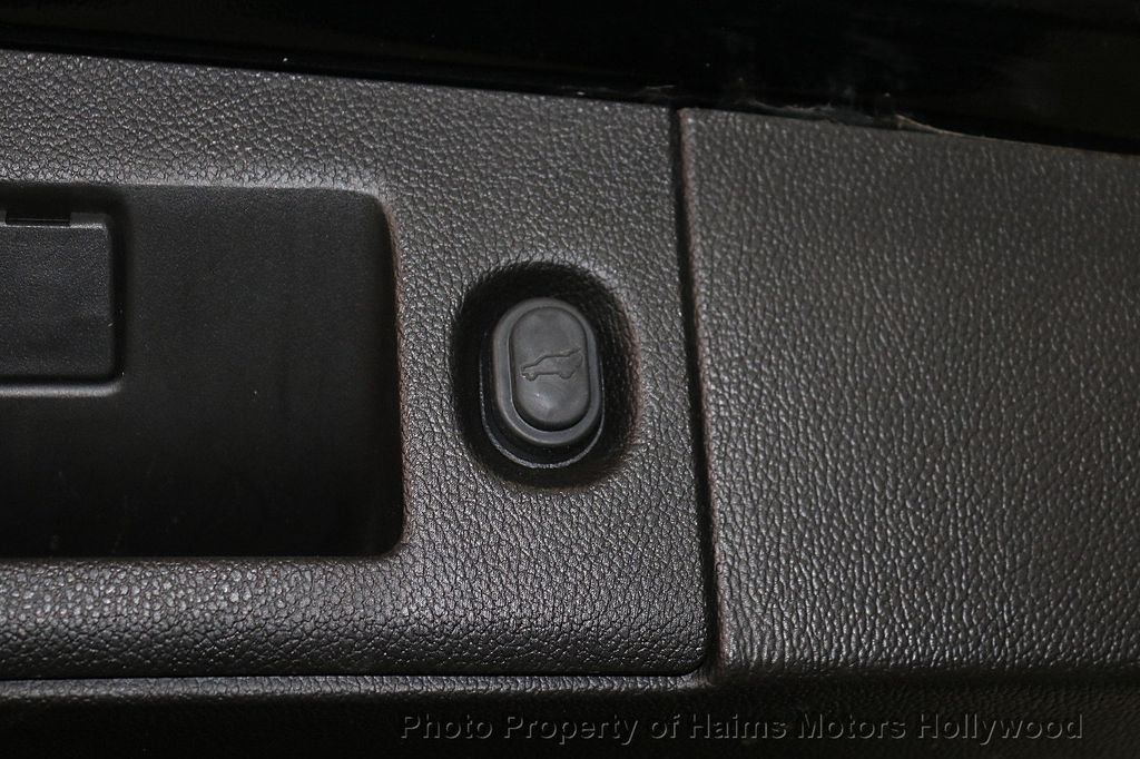 2017 Chevrolet Suburban 4WD 4dr 1500 LT - 18146670 - 10