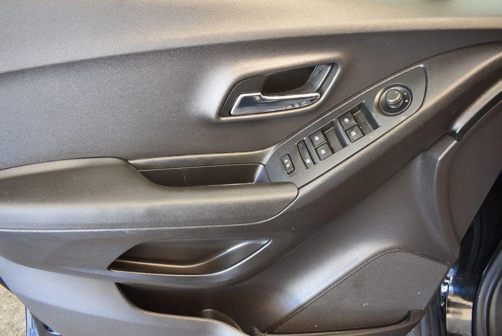 2017 Chevrolet Trax AWD 4dr LT - 18122108 - 15