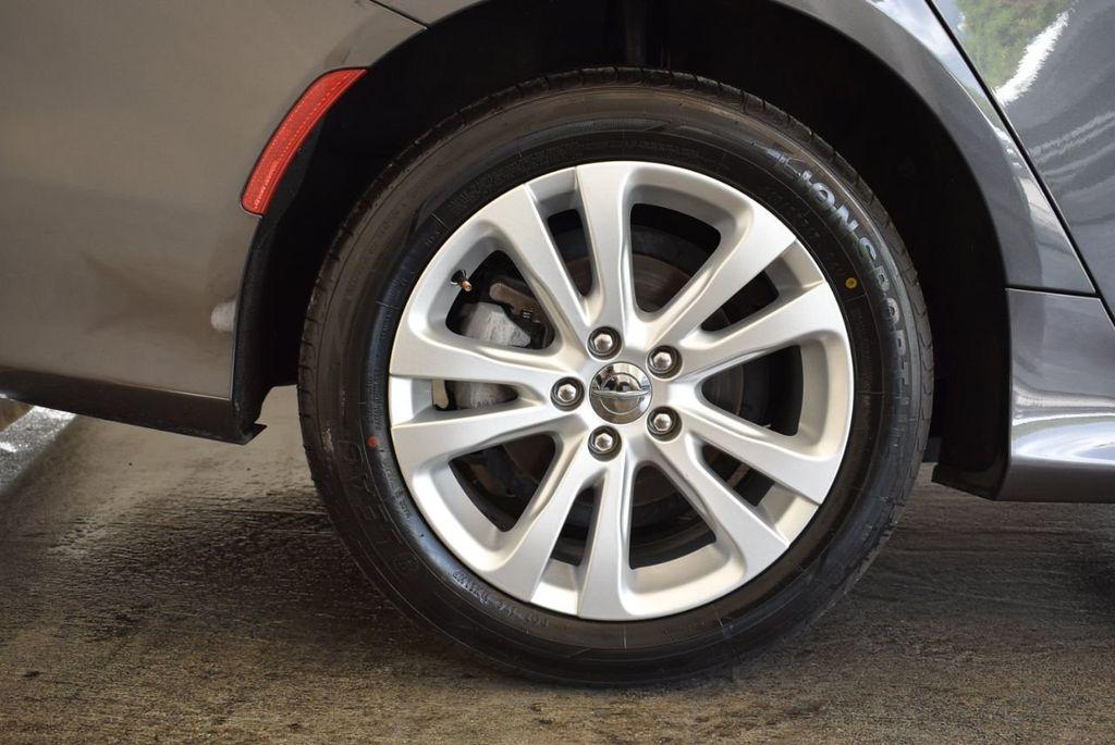 2017 Chrysler 200 200C Platinum AWD - 18078915 - 9