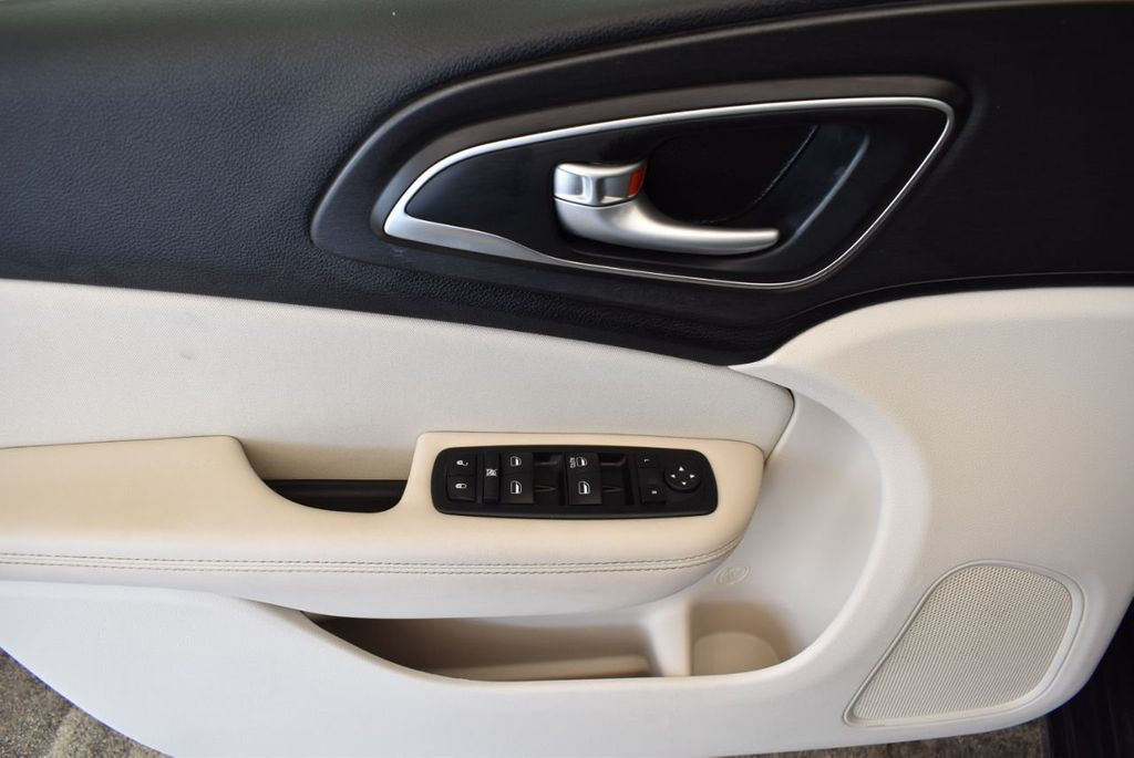 2017 Chrysler 200 200C Platinum AWD - 18078915 - 15