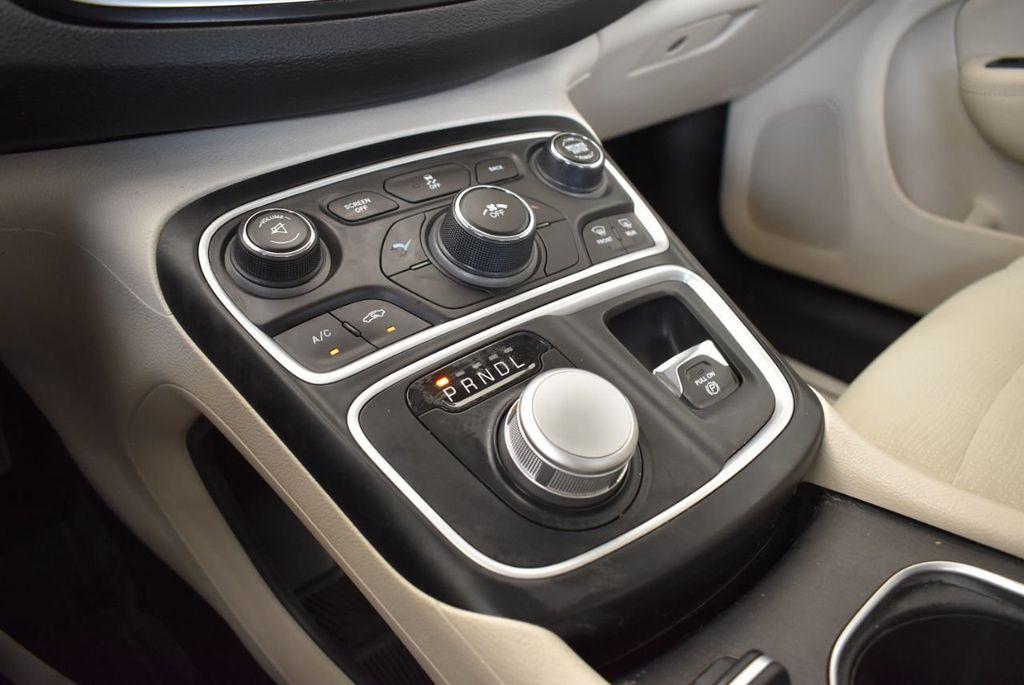 2017 Chrysler 200 200C Platinum AWD - 18078915 - 21