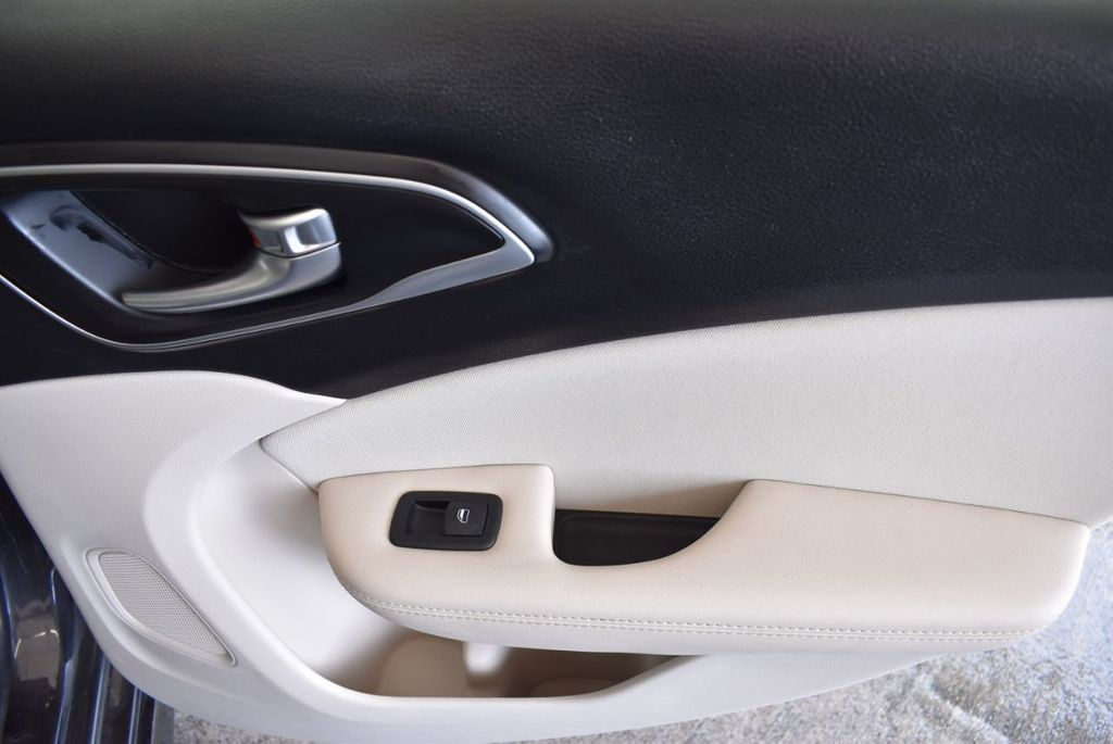2017 Chrysler 200 200C Platinum AWD - 18078915 - 23