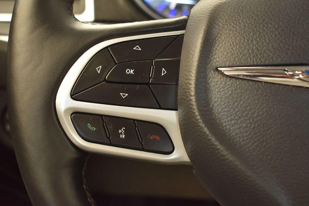 2017 Chrysler 300 300C RWD - 18093617 - 17