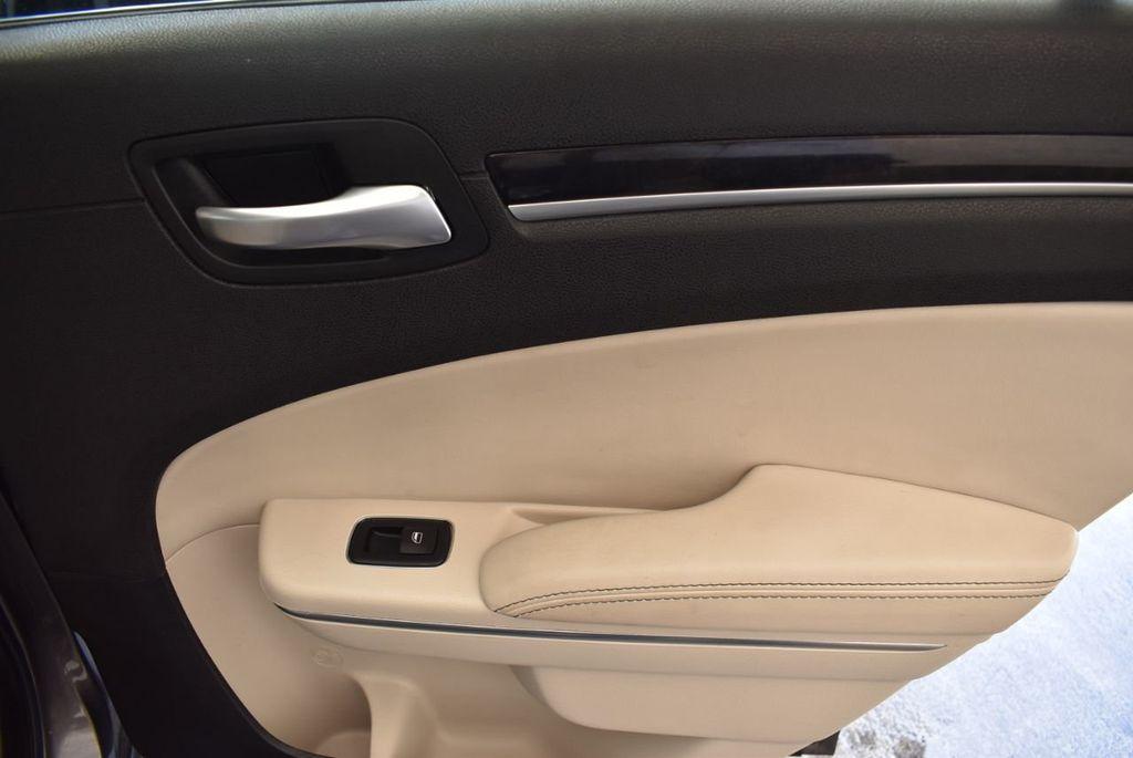 2017 Chrysler 300 300C RWD - 18093617 - 21
