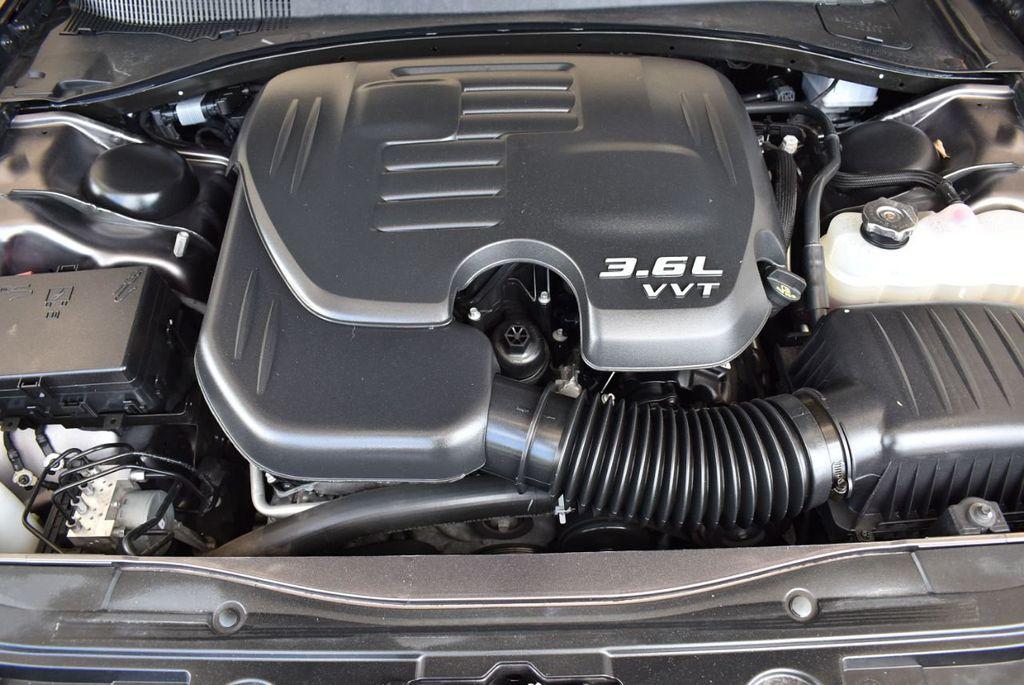 2017 Chrysler 300 300C RWD - 18093617 - 24