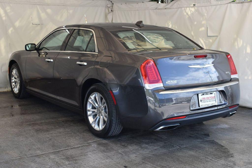 2017 Chrysler 300 300C RWD - 18093617 - 3