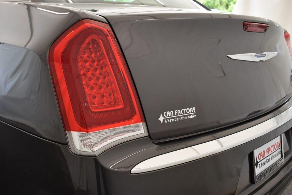 2017 Chrysler 300 300C RWD - 18093617 - 4