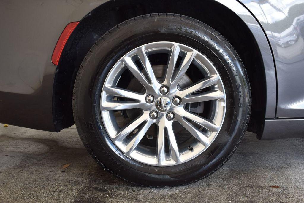 2017 Chrysler 300 300C RWD - 18093617 - 7