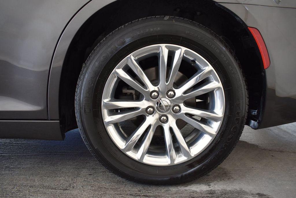 2017 Chrysler 300 300C RWD - 18093617 - 8