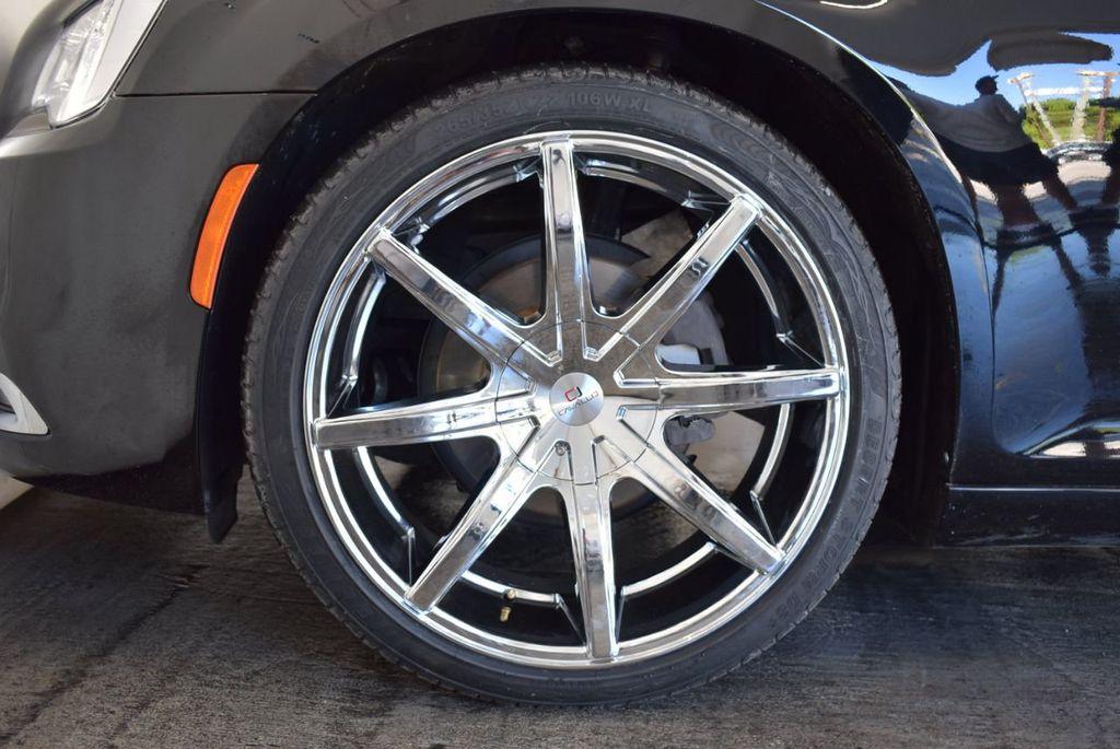 2017 Chrysler 300 300C RWD - 18093618 - 9