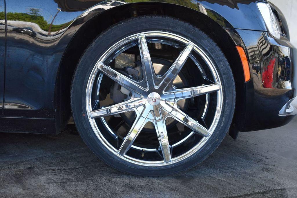 2017 Chrysler 300 300C RWD - 18093618 - 10