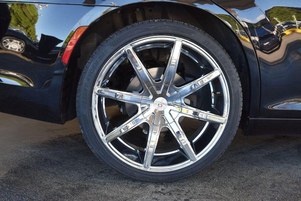 2017 Chrysler 300 300C RWD - 18093618 - 11