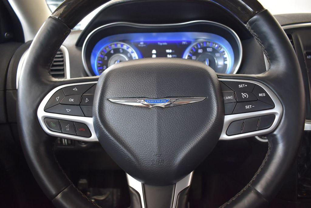 2017 Chrysler 300 300C RWD - 18093618 - 17