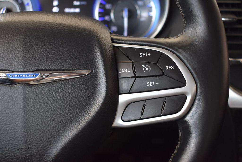 2017 Chrysler 300 300C RWD - 18093618 - 19