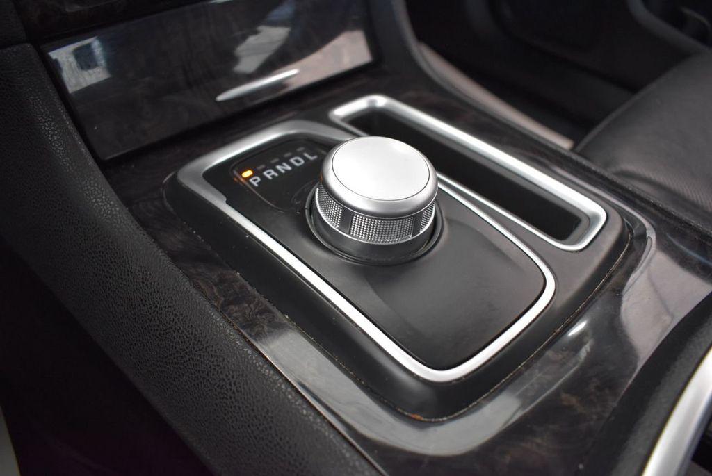 2017 Chrysler 300 300C RWD - 18093618 - 21