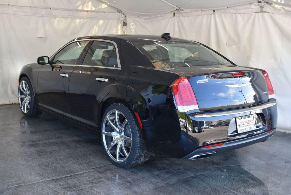2017 Chrysler 300 300C RWD - 18093618 - 5