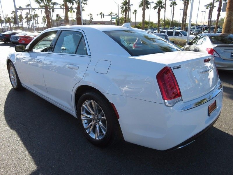 2017 Chrysler 300 Limited RWD - 17128981 - 9
