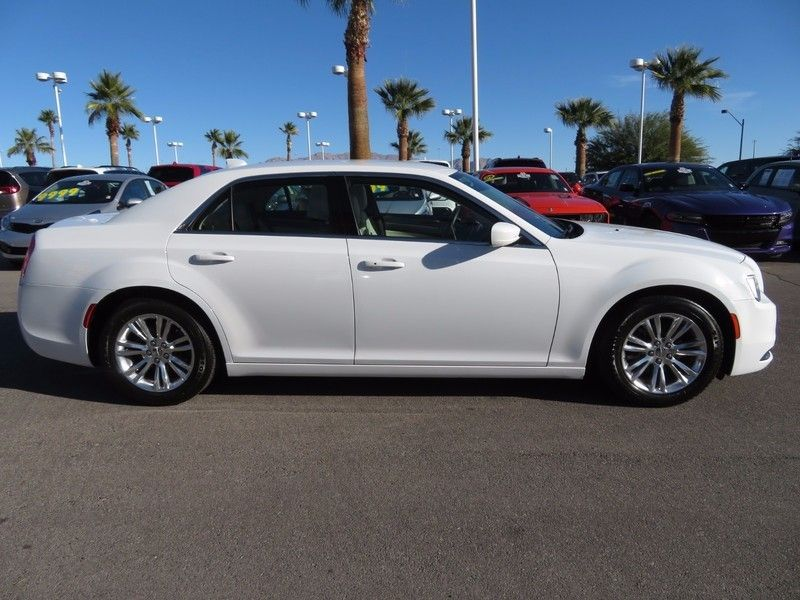 2017 Chrysler 300 Limited RWD - 17128981 - 3