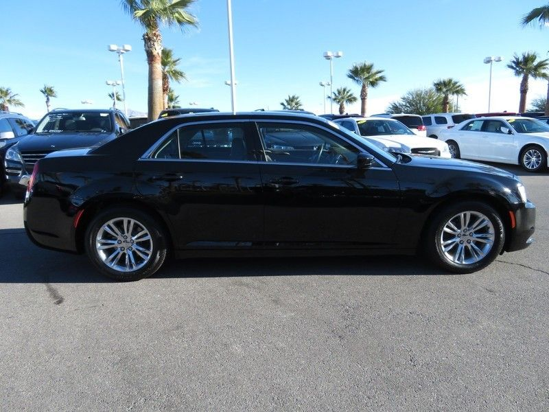 2017 Chrysler 300 Limited RWD - 17152750 - 3