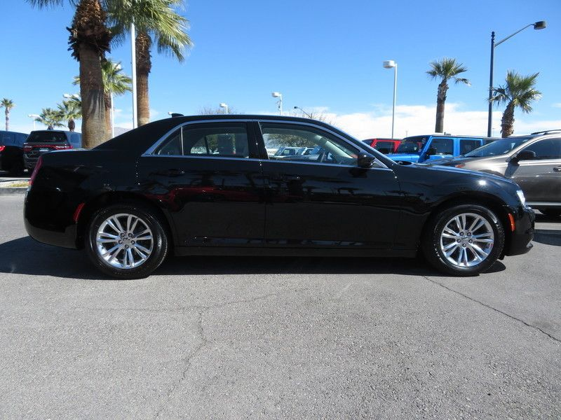 2017 Chrysler 300 Limited RWD - 17407058 - 3
