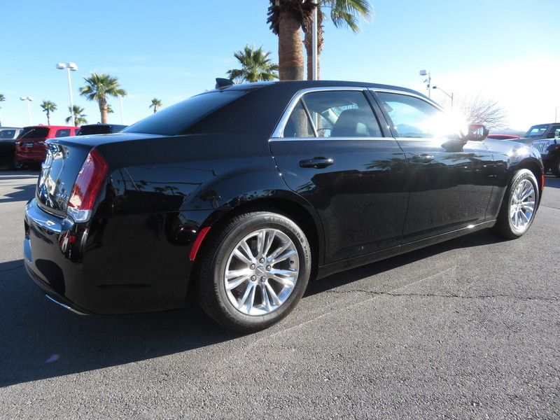 2017 Chrysler 300 Limited RWD - 17408122 - 11