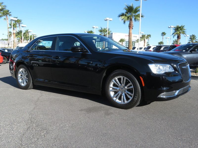 2017 Chrysler 300 Limited RWD - 17408122 - 2