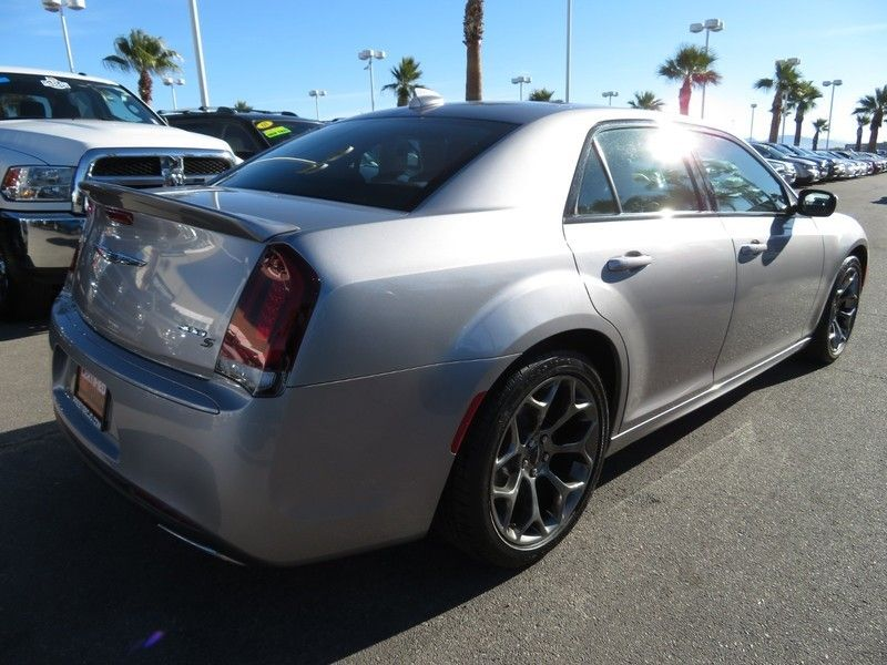 2017 Chrysler 300 S - 17152757 - 13