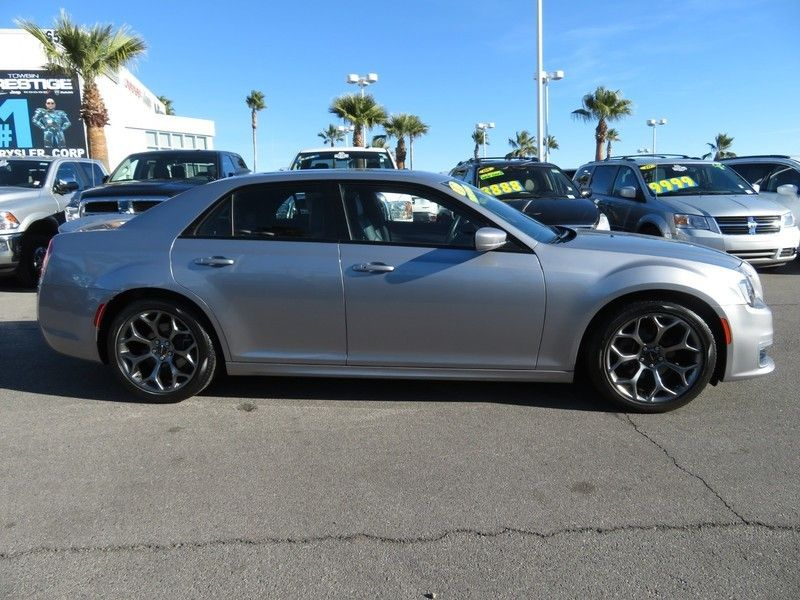 2017 Chrysler 300 S - 17152757 - 3