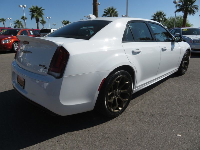 2017 Chrysler 300 S - 17582699 - 11