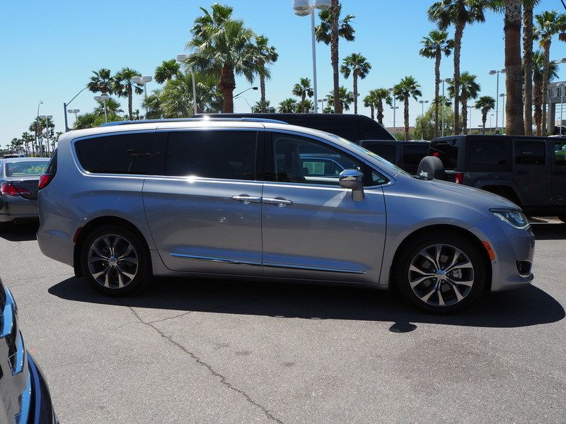 2017 Chrysler Pacifica Limited 4dr Wagon - 17677105 - 3