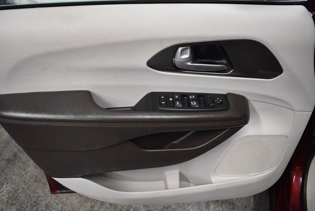 2017 Chrysler Pacifica Touring-L 4dr Wagon - 18250868 - 11
