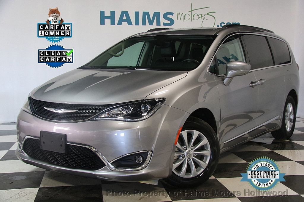 2017 Chrysler Pacifica Touring-L 4dr Wagon - 17382285 - 0